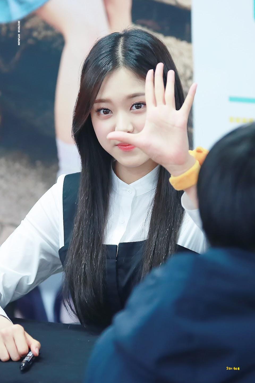 ambidextrousidols_hyunjin