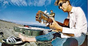 Lennon en la fotografía tomada en una playa entre Mojácar y Garrucha.