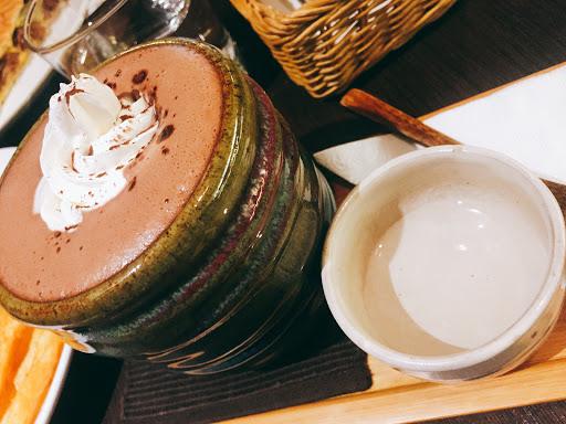 甜酒巧克力 選荔枝甜酒做搭配 巧克力濃厚的味道中帶荔枝的香味👍