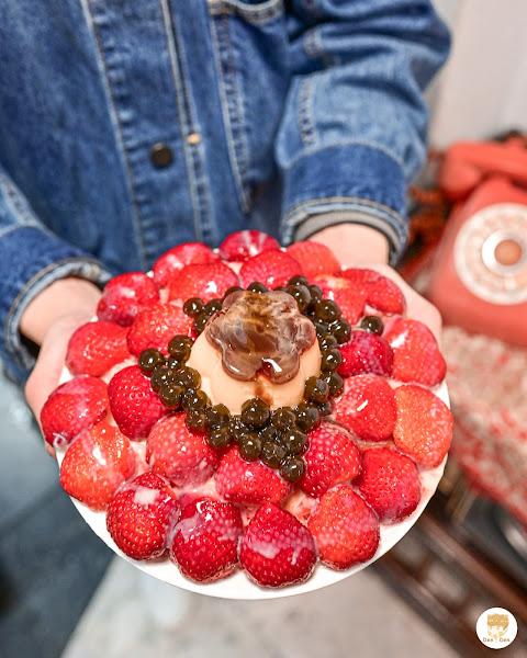. 📍 剛好冰果室 | 台中北屯 位於台中北屯的甜品店,不免俗冬天會有草莓冰,由於這個冬天都還沒有吃到草莓冰就趕緊衝過來吃,好險草莓還有呢,隔壁賣鹹食的也是他們的店,若還沒有吃飯的話也可以順便一起點