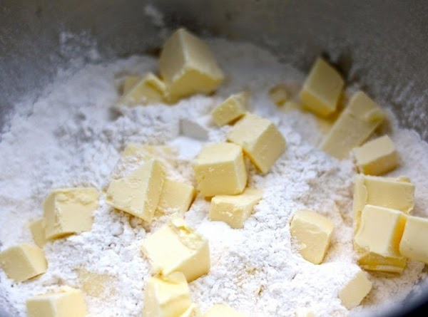 Mix dry ingredients, cut in the cold butter with a pastry cutter -- or...