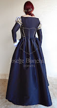 Photo: Vestido Renascentista Inglês ( Era Tudor) em tafetá preto e camurça preta com estampa dourada e galões dourados. Peça com corset embutido. A partir de R$ 700,00.