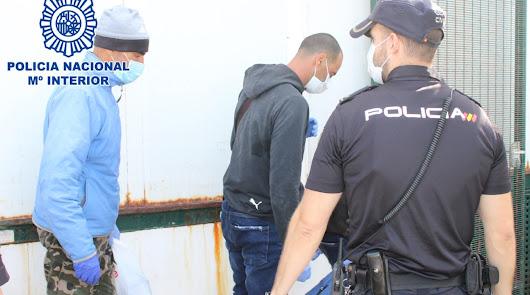 Detenido el patrón de una patera con 14 ciudadanos argelinos a bordo