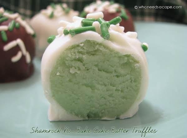 Shamrock No-bake Cake Batter Truffles #whoneedsacape