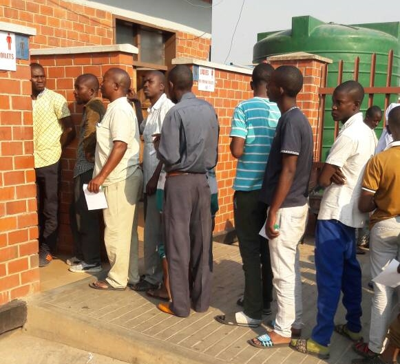 Travellers queue at the Zimbabwe-Zambia border post for poo tests amid an ongoing cholera outbreak on 27 September 2018.