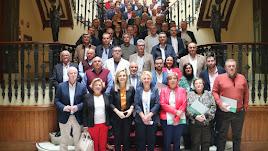 Alcaldes y delegadas del Gobierno y de Fomento, tras la firma de los convenios.