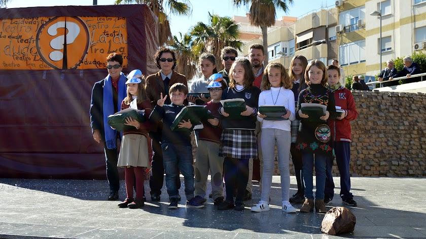 Ganadores del concurso municipal de poesía 'La infancia por la paz y la tolerancia'.