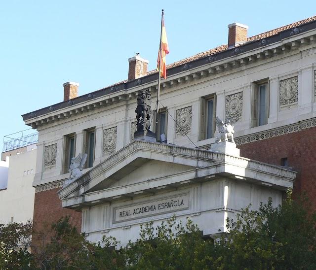 La Real Academia Española (RAE) se fundó en Madrid el año 1713.