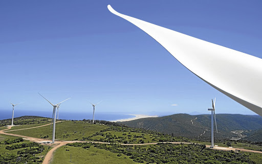 Wind turbines between  Jeffreys Bay and Humansdorp. Picture: WEEKEND POST