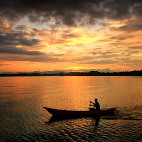 Silhouette Sunset Time  by Edwin Yepese - Landscapes Sunsets & Sunrises ( sunset, silhouette, landscape )