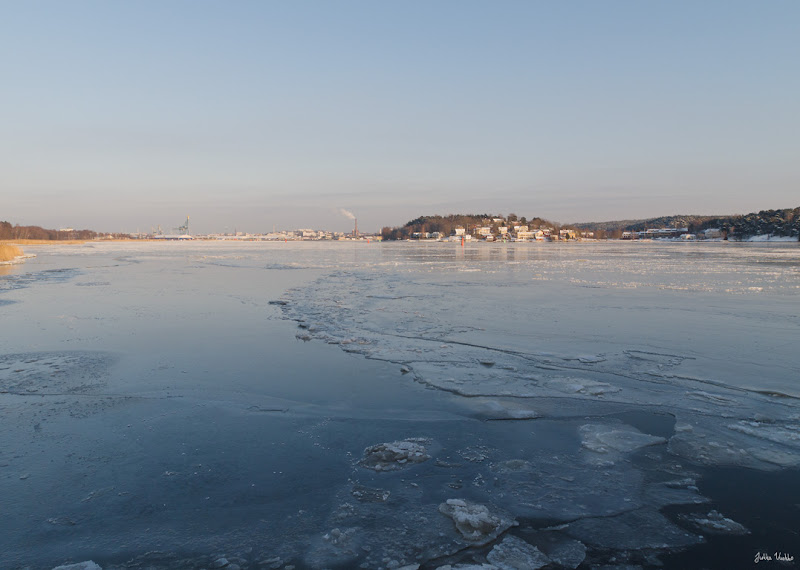 Photo: Sea covered by thin ice