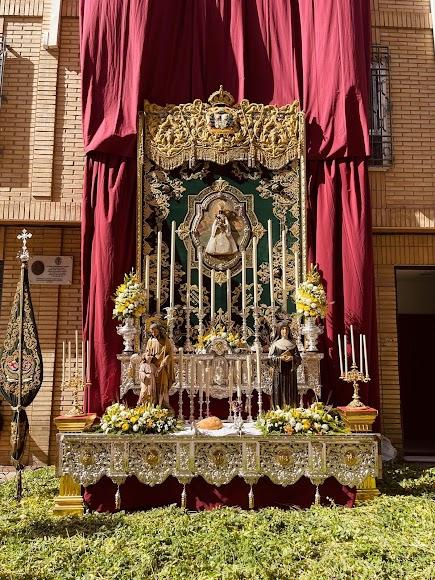 Altar de la Macarena, con la gloria de su techo de palio.