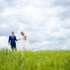 Wedding photographer Maksim Antonov (maksimantonov). Photo of 11.01.2018