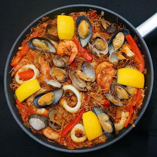 Fideuà Marisco Catalana - Seafood Pasta Paella.
