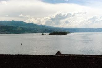 Photo: 108 - Wolken brauen sich zusammen über dem See