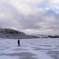 la camminata sul lago ghiacciato