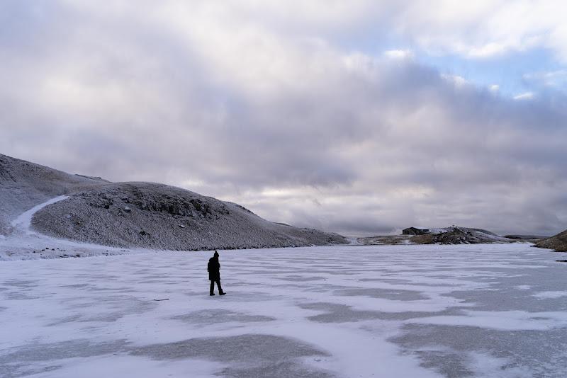 la camminata sul lago ghiacciato  di Frankie__kent