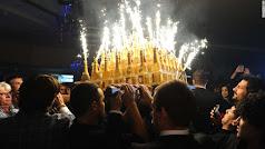 Bandeja de champagne con bengalas.