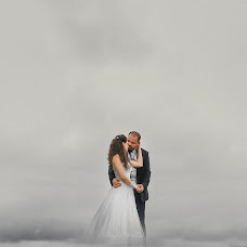 Wedding photographer Kostas Oroumpozanis (fairytaleweddin). Photo of 13.09.2017