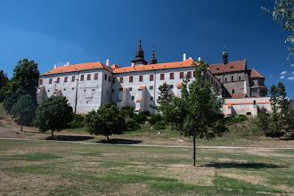 Photo: Renesansowy pałac oraz romańska bazylika św. Prokopa odbudowana w XVIII wieku. Bazylika jest wpisana na listę światowego dziedzictwa UNESCO.