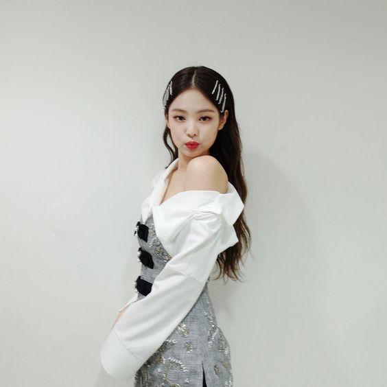 jennie shoulder 34