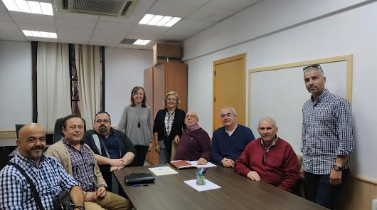 Reunión celebrada entre los representantes municipales y las cofradías.