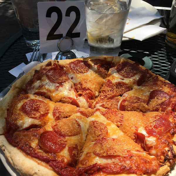 Amazing pizza on gluten free crust. This was the personal size.
