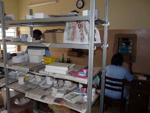 Photo: hélas, nous n'avons plus le droit de les fournir en médicaments de récupération, qui sauvaient de nombreuses vies