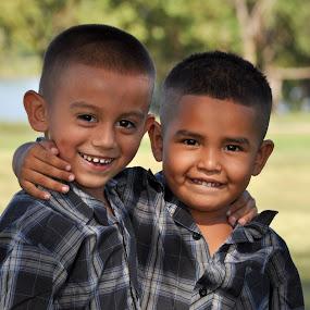 Cousins by Rob & Zet Sample - Babies & Children Child Portraits