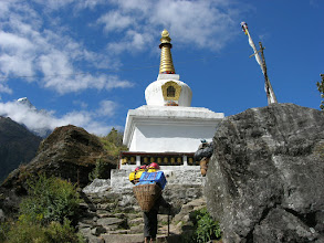 Photo: A Stupa not far away from Phakding