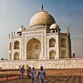 Taj Mahal, Agra by Paul Cowell - Landscapes Travel