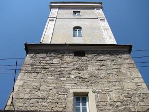 Photo: Nr. 19 - Turnul Pompierilor - Constructia din 1547 a fost inaltata in 1870 cu inca un nivel, in al carui varf exista o cabina cu clopot pentru a da alarma in caz de incendiu.  Muzeul Turnul Pompierilor, fondat in 1998 -  http://www.locuridinromania.ro/turnul-pompierilor.html