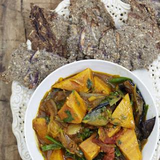 Burmese Curry with Chia 'Poppadoms'.