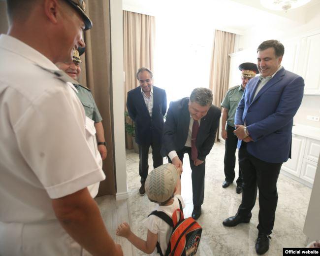 У липні 2016-го разом із президентом Петром Порошенком Ківан подарував сім квартир військовим морякам у новобудовах своєї компанії