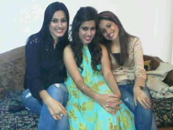 Kamya Punjabi friends