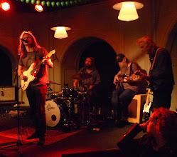 """Photo: """"Crossroads"""": Richard Tehler sång/gitarr, Bengan, Nikke och Johan Håkansson på trummor"""