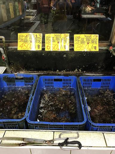 龍蝦1隻450元超便宜,ㄧ人吃一隻好爽!