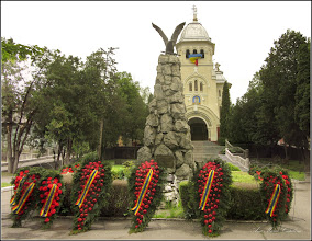 Photo: Turda - Piata Republicii la intersectie cu Piata 1 Decembrie 1918 - Monumentul Eroilor Aviatori - 2019.05.16