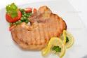 Přírodní krkovice na grilu, hranolky, BBQ omáčka