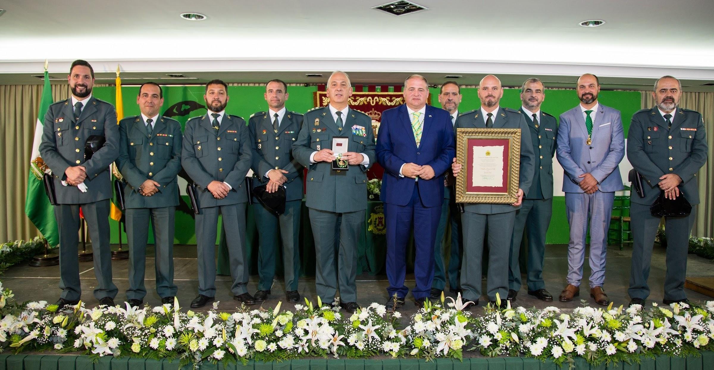 La Guardia Civil recibe la Medalla de Oro de la Villa de Los Barrios
