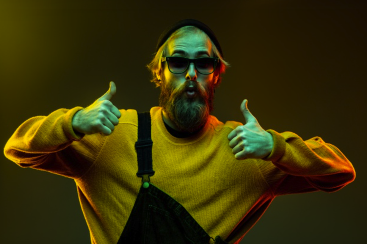 Man with beard giving two thumbs | Influencer Marketing for Shopify Merchants