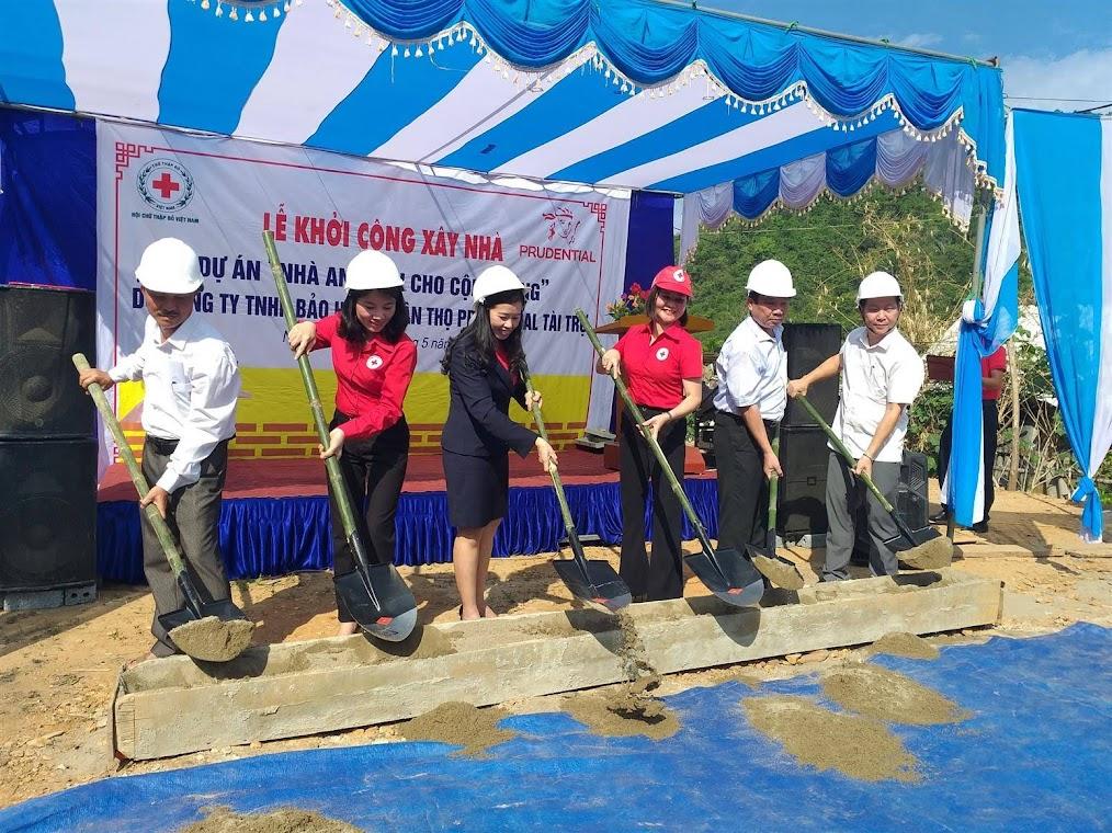 """Khởi công xây dựng """"Nhà an toàn cho cộng đồng"""" tặng người dân vùng lũ xã Lượng Minh (Tương Dương, Nghệ An)."""