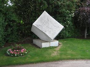 Photo: Schoenburg's monument.