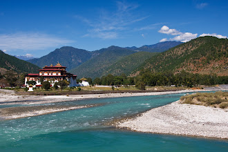 Photo: Punakha Dzong sits at the confluence of Pho Chhu (Father River) and Mo Chhu (Mother River), Bhutan
