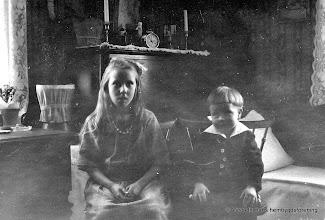 Photo: Gruppfoto. Margit o Gösta ?