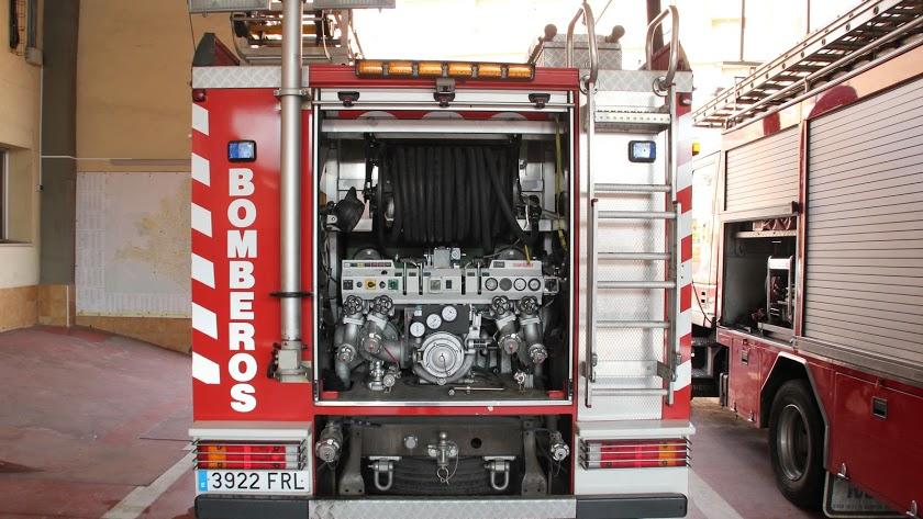 Parte trasero de un vehículo de bomberos.