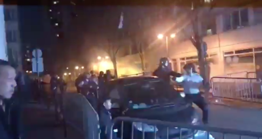 Chinese in Paris riot, accuse police of murder