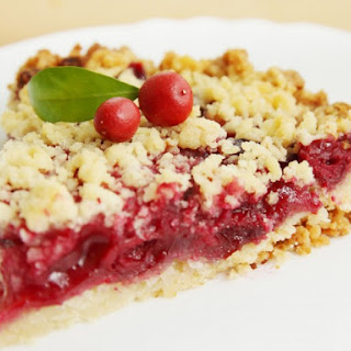 Easy Cherry Crumb Pie