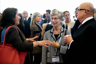 Photo: Foto: Lizette Kabré.  Networking during breaks
