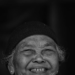 (ALM) Mbah War by Wahyu Tri - People Portraits of Women